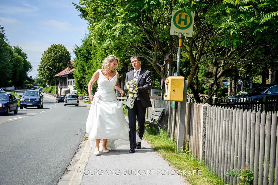 Fotograf München Hochzeit, Ankunft vom Brautpaar zur Trauung am Tegernsee