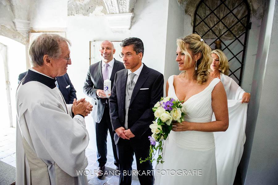 Fotograf München Hochzeit, Einzug Brautpaar vor der Trauung