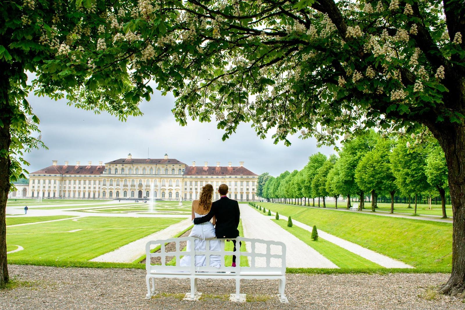 Hochzeitsfotograf München, Brautpaar-Foto im Schlossgarten Schleissheim