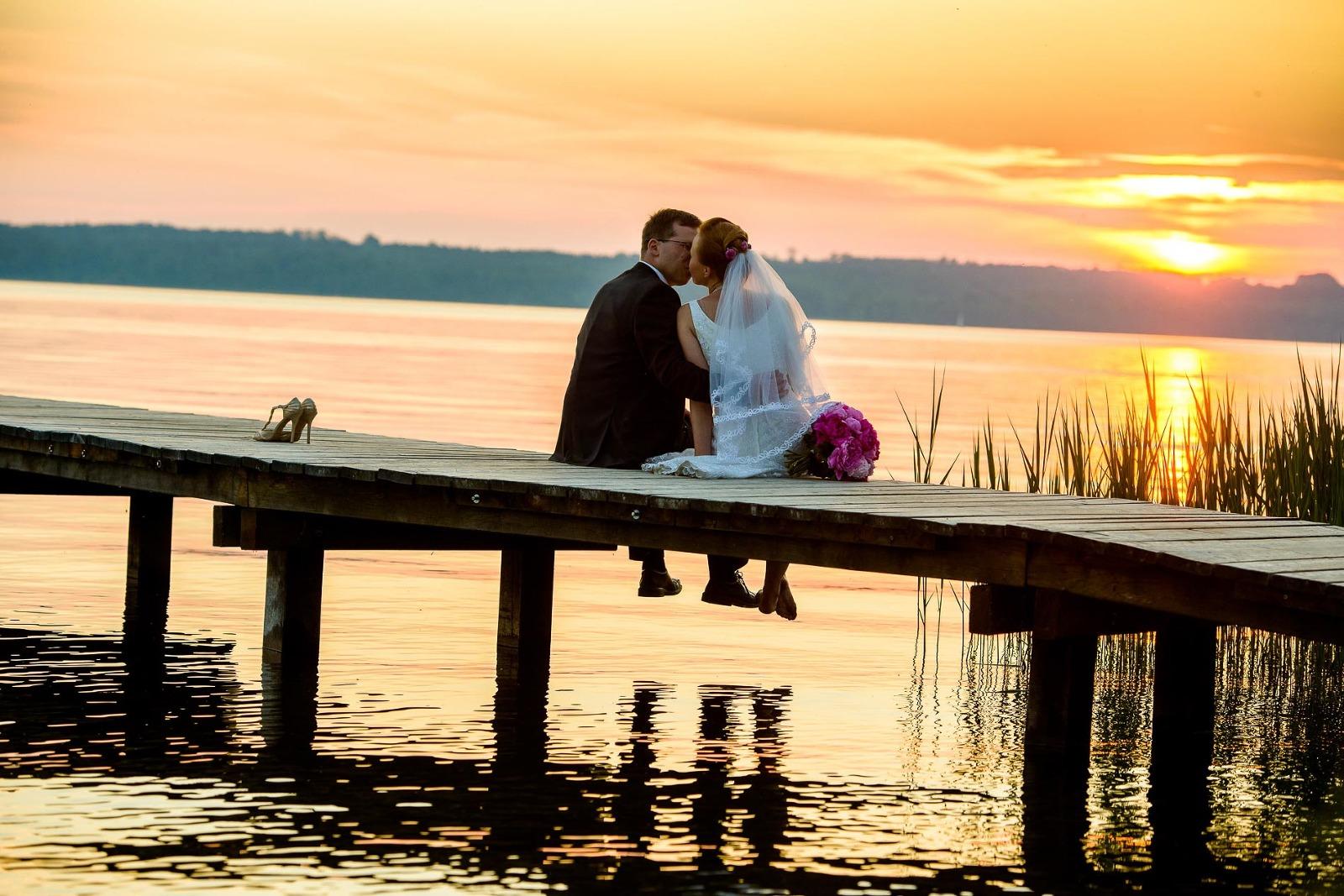 Hochzeitsfotograf Starnberger See, am Steg bei Sonnenuntergang
