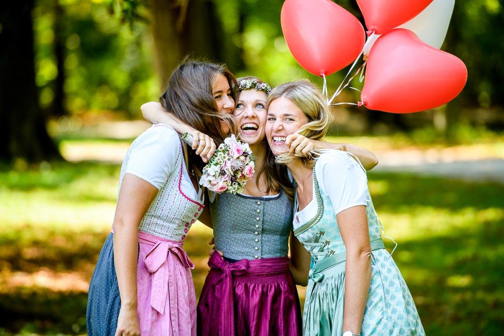 Hochzeits-Fotograf im Englischen Garten in München