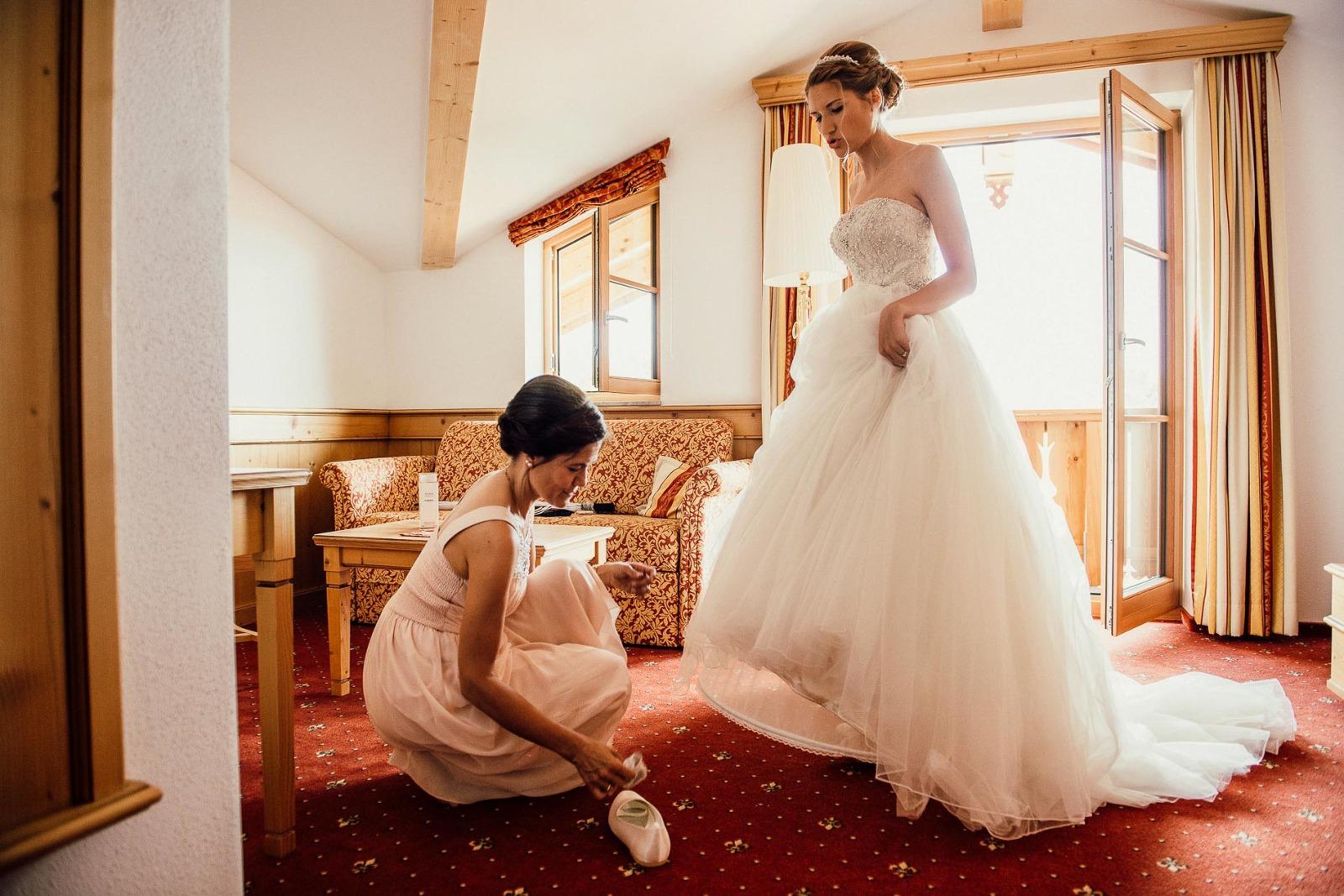 Fotograf Chiemsee Hochzeit, Braut und Brautmutter beim getting ready